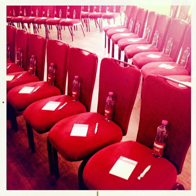 Les bouteilles Inkorrect présentes en masse aux conférences :)
